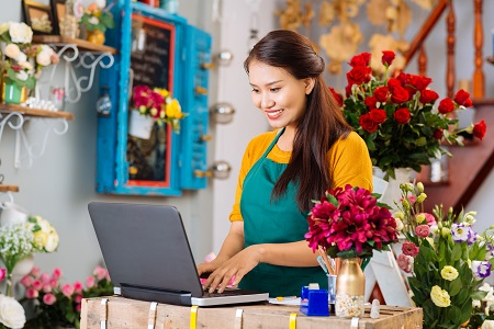 florist on laptop